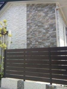 モザイク柄の住宅外壁