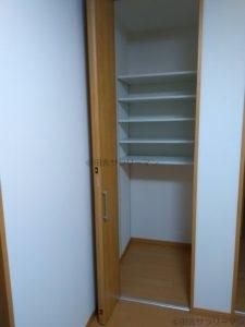 2階の可動棚収納