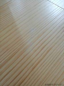 傷がついた新築の無垢床